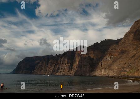 Eine Landschaft von einer Küste Klippen von Los Gigantes auf Teneriffa, Spanien - Stockfoto