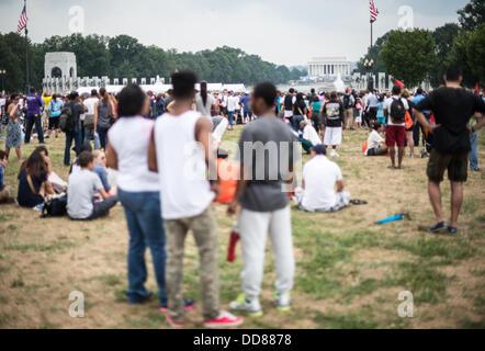 Große Menschenmengen versammelten sich bekanntlich auf Washington DC National Mall an der Gedenkfeier zum 50. Jahrestag - Stockfoto