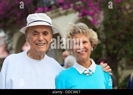 Älteres paar lächelnd - Stockfoto
