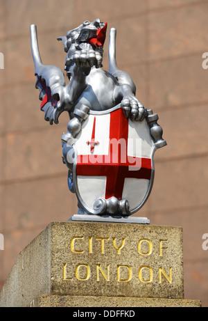 City of London Statue. Grenze Mark Drachenstatue Grenze der City of London, England, UK - Stockfoto
