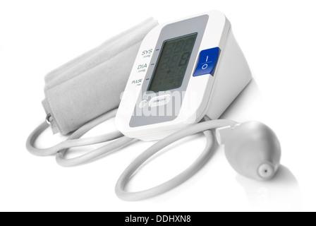 Automatische digitale Blutdruckmessgerät isoliert auf weiss - Stockfoto