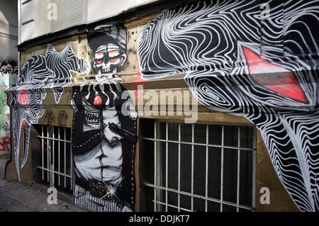Berlin kreuzberg stra e kunst wandbild make art not war vom k nstler shepard fairey teil des - Wandmalerei berlin ...