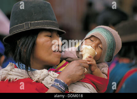 Mutter und Baby. Ecuador - Stockfoto