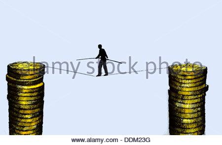 Geschäftsmann zu Fuß auf Drahtseil unterstützt durch Stapel von Münzen - Stockfoto