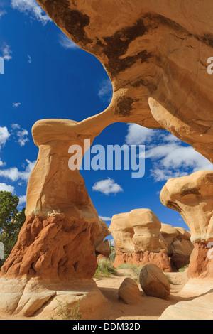 Metate Arch im Devils Garden in der Nähe von Escalante im US-Bundesstaat Utah - Stockfoto