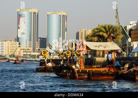 Dubai, Vae - 13. November: Schiff im Hafen sagte am 13. November 2012 in Dubai, UAE. der älteste Hafen von Dubai - Stockfoto