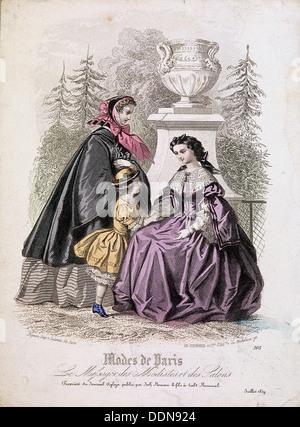 Zwei Frauen und ein Kind trägt die neueste Mode in einem Garten, 1858. Künstler: Anon - Stockfoto