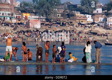 Pilger im Ganges zu Baden. Khumb Mela Festival (2001). Allahabad, Indien - Stockfoto