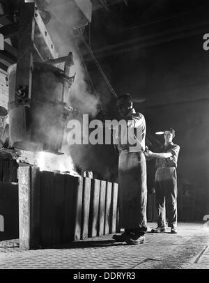 Wimmelnden Eisen in Steel City, Sheffield, South Yorkshire, 1963.  Künstler: Michael Walters - Stockfoto