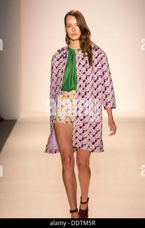 New York, USA. 06. September 2013. Mittag von Noor bei der NY Fashion Woche Frühling 2014 Sammlung Credit: Scott - Stockfoto