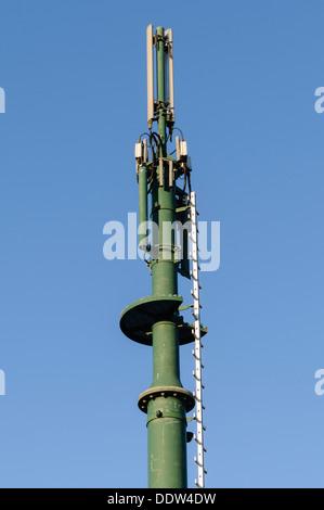 Zellulären Mobilfunk-Mast und Antennen - Stockfoto
