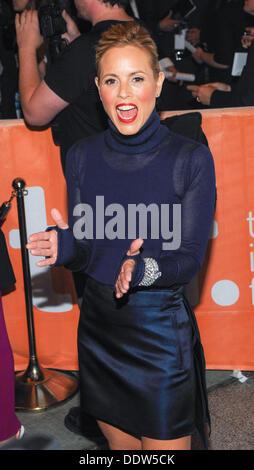 """Toronto, Ontario, Kanada. 6. September 2013. Schauspielerin MARIA BELLO kommt bei der """"Gefangenen"""" Premiere während - Stockfoto"""