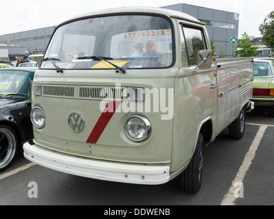 berlin mai 11 klein lkw pickup volkswagen typ2 t2. Black Bedroom Furniture Sets. Home Design Ideas