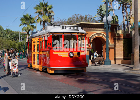 Rotes Auto Trolley, Disneyland, California Adventure Park, Anaheim - Stockfoto
