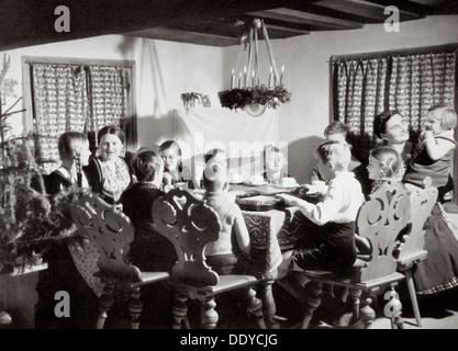 Deutsche Familie zu Weihnachten, Deutschland, 1936. Künstler: unbekannt - Stockfoto