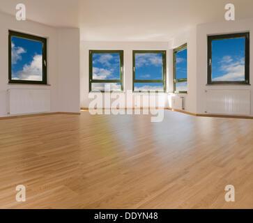 Grosses Wohnzimmer Mit 5 Fenstern Und Hellen Parkettboden Blick Auf