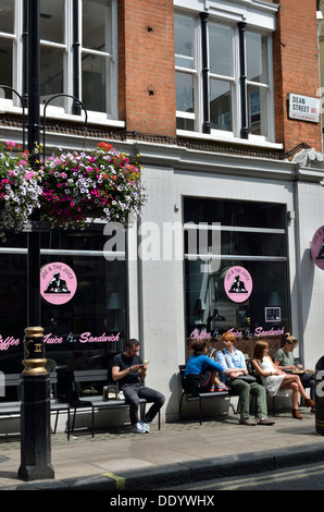 Joe & den Saft, Saft-Bar und Restaurant in Soho, London, UK. - Stockfoto
