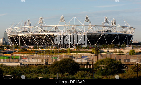 Weite Landschaft des Olympiastadions im Queen Elizabeth Olympic Park, London, bald zu West Ham United rekonstruiert - Stockfoto