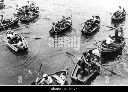 Geographie/Reisen, Portugal, auf der Insel Madeira, Leute, junge Männer, die in den Booten an einem Cruiser, 1936, - Stockfoto