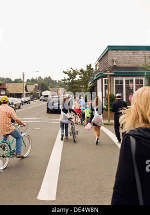 Masse auf Hemlock Straße in Cannon Beach, Oregon - Stockfoto