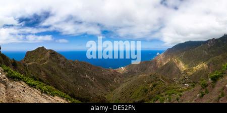 Felsen in das Anaga-Gebirge in der Nähe der Ortschaft Taganana, Azano, Almáciga, Teneriffa, Kanarische Inseln, Spanien - Stockfoto
