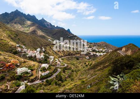 Anaga-Gebirge und das Dorf Taganana, Azano, Taganana, Teneriffa, Kanarische Inseln, Spanien - Stockfoto