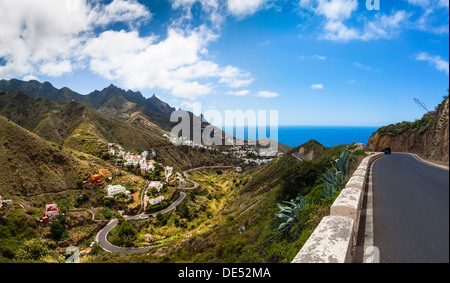Landstraße in das Anaga-Gebirge, Dorf Taganana hinten, Azano, Taganana, Teneriffa, Kanarische Inseln, Spanien - Stockfoto