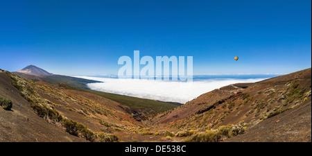 Parque Nacional de Las Cañadas del Teide, Teide-Nationalpark, UNESCO Weltnaturerbe, mit den Teide Vulkan bei - Stockfoto