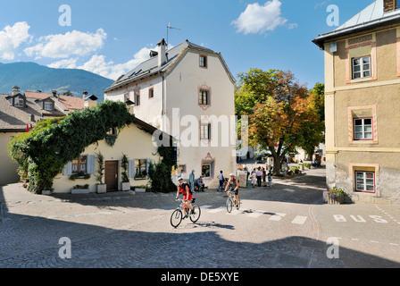 Das Zentrum der mittelalterlichen Mauern umgebene Stadt der Stadt Glurns Glurns, im Val Venosta, italienischen Alpen. - Stockfoto