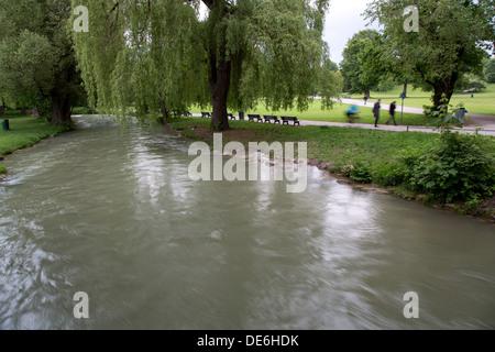 München, Bach im englischen Garten - Stockfoto