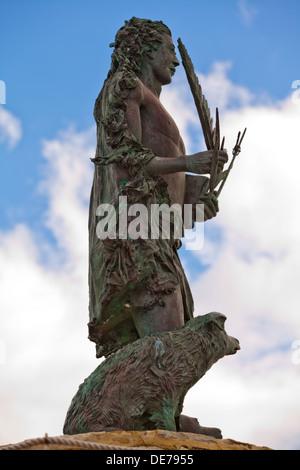 Die Statue am Eingang zum kleinen Hafen von San Vito Lo Capo, Sizilien. - Stockfoto