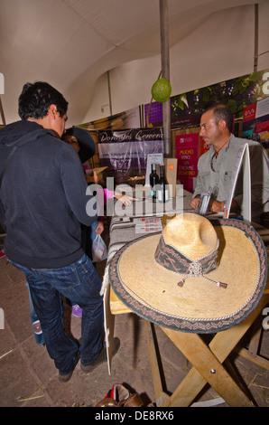Stall Verkauf Wein beim internationalen Käse und Wein Festival in Tequisquiapan im Bundesstaat Querétaro in Mexiko - Stockfoto