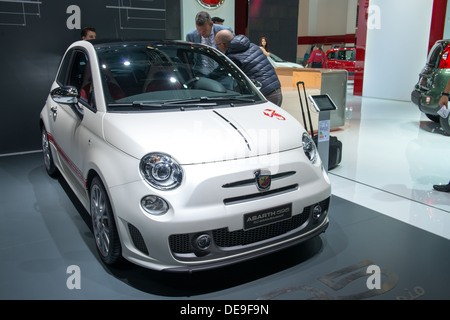 595 fiat abarth closeup stockfoto bild 77998234 alamy. Black Bedroom Furniture Sets. Home Design Ideas