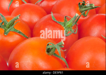Zusammenhängende Hintergrundtextur rote saftig frische Tomaten in Nahaufnahme - Stockfoto