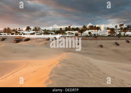 Sanddünen mit Hotel RIU Maspalomas, Gran Canaria, Kanarische Inseln, Spanien, Atlantik, Europa - Stockfoto