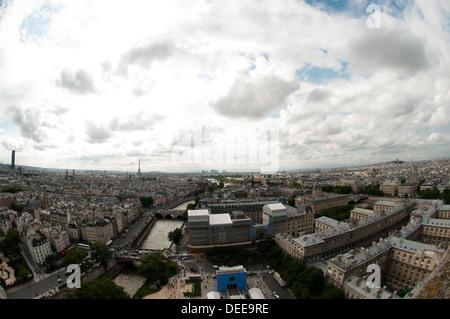 Ein Blick von oben auf Paris - Stockfoto