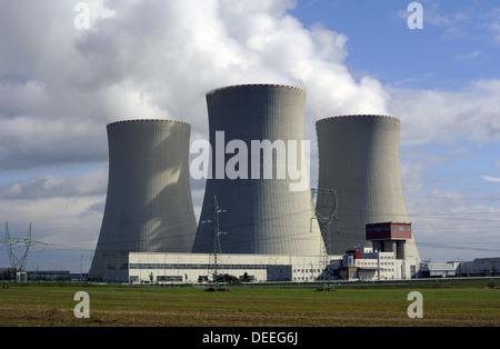 AKW Temelin. Temelin. Tschechische Republik. Der Bau begann 1981. Kühltürme in Temelin NPP. - Stockfoto
