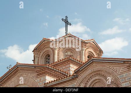St. Pantaleon Kirche Kuppel und Kreuz an der Spitze - Stockfoto