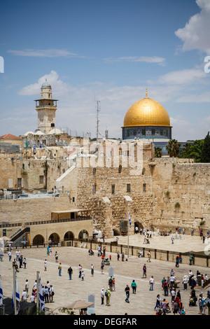 Blick über die Westmauer (Klagemauer) und die Kuppel des Rock-Moschee, Jerusalem, Israel, Nahost - Stockfoto