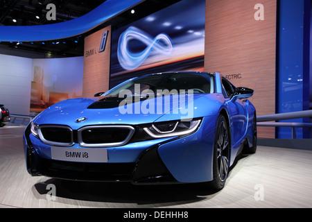 Internationale Automobilausstellung in Frankfurt am Main, Deutschland. Neue BMW i8 Elektroauto auf der 65. IAA in - Stockfoto