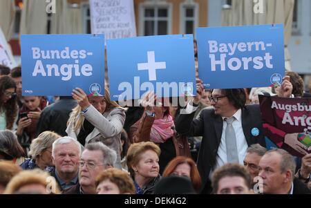 Augsburg, Deutschland. 19. September 2013. Menschen halten Zeichen während einer Wahl Kampagne Veranstaltung der - Stockfoto
