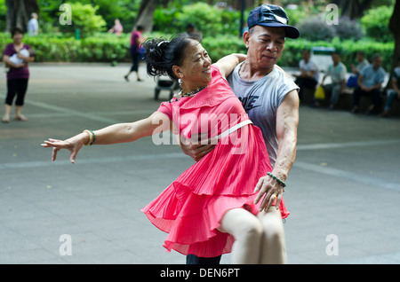 Tanz in der Stadt Guangzhou Volkspark, Guangzhou, China - Stockfoto