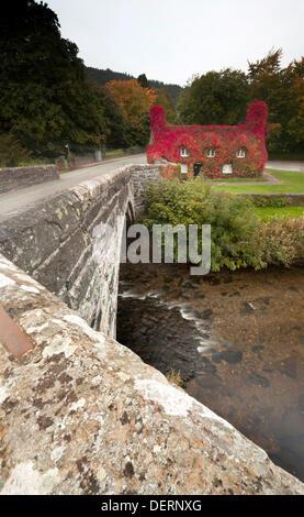 TU Hwnt I'r Bont Teestube während Romanum, North Wales, UK in volle Herbstfärbung - Stockfoto