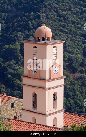 Kirche von dem kleinen Dorf Ota in den Bergen von Korsika, Ota, Korsika, Frankreich - Stockfoto