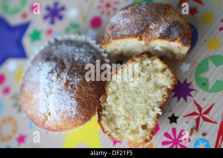 Lemon Cupcakes am Sternenhimmel - Stockfoto