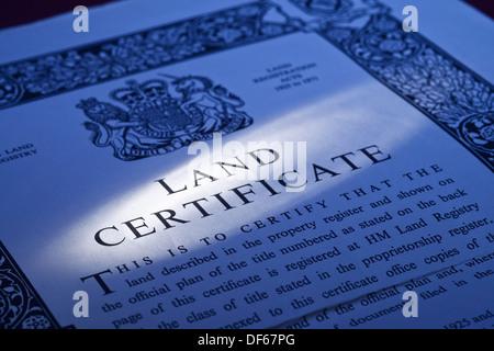 UK Land Registry Land Zertifikat Eigentumsdokument - Stockfoto