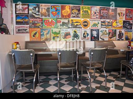 Interieur des Retro-funky Diner Restaurants in High Springs Florida. - Stockfoto