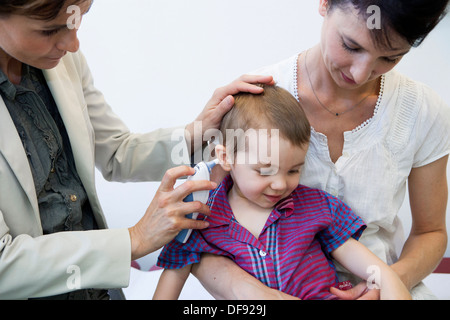 TEMPERATUR, KIND - Stockfoto