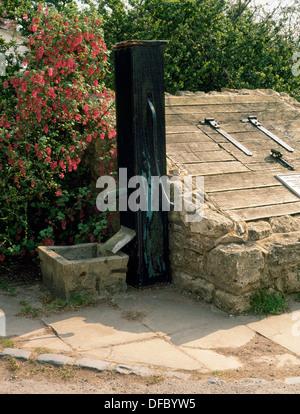 Heiligen Brunnen (Schorne Na) am Norden Marston, wo Sir John Schorne Heilungswunder durchgeführt; April 1995 übernommen, - Stockfoto