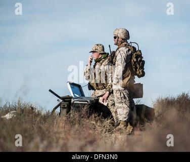 US Marine Kapitän Erich Lloyd, 1. Naval Gunfire Liaison Fluggesellschaft gemeinsamen terminal Angriff Controller, - Stockfoto